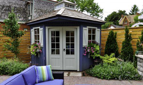 Een tuinhuis met overkapping in jouw tuin